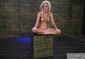 Dirty feet domination Halle Von is
